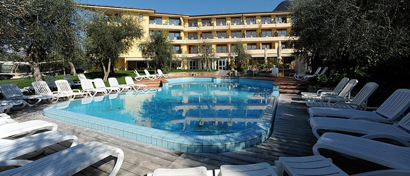 Hotel Baia Verde, Malcesine, Lake Garda, Italy - Outdoor pool.jpg